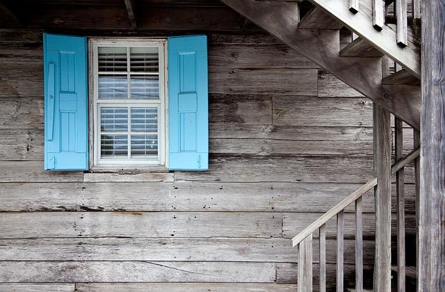 3 Soluciones para proteger tus maderas exteriores en Ibiza